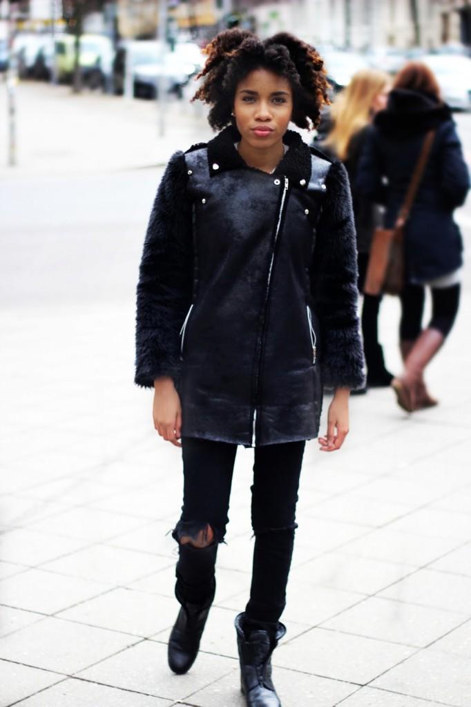 Modeblog Berlin, Mode Blog Deutschland, Fashionblogger Berlin, Beautyblog, Afrohaare pflegen, Afrohaare wachsen lassen,  fake fur coat, black coat, hipster style, ripped jeans