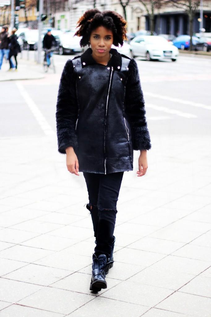 Berlin streetstyle, fashionblogger berlin, schwarze stiefel für den Winter, gefütterte Stiefel für den Winter, Afrohaare pflegen, afrohaare wachsen lassen, Mode blog Deutschland