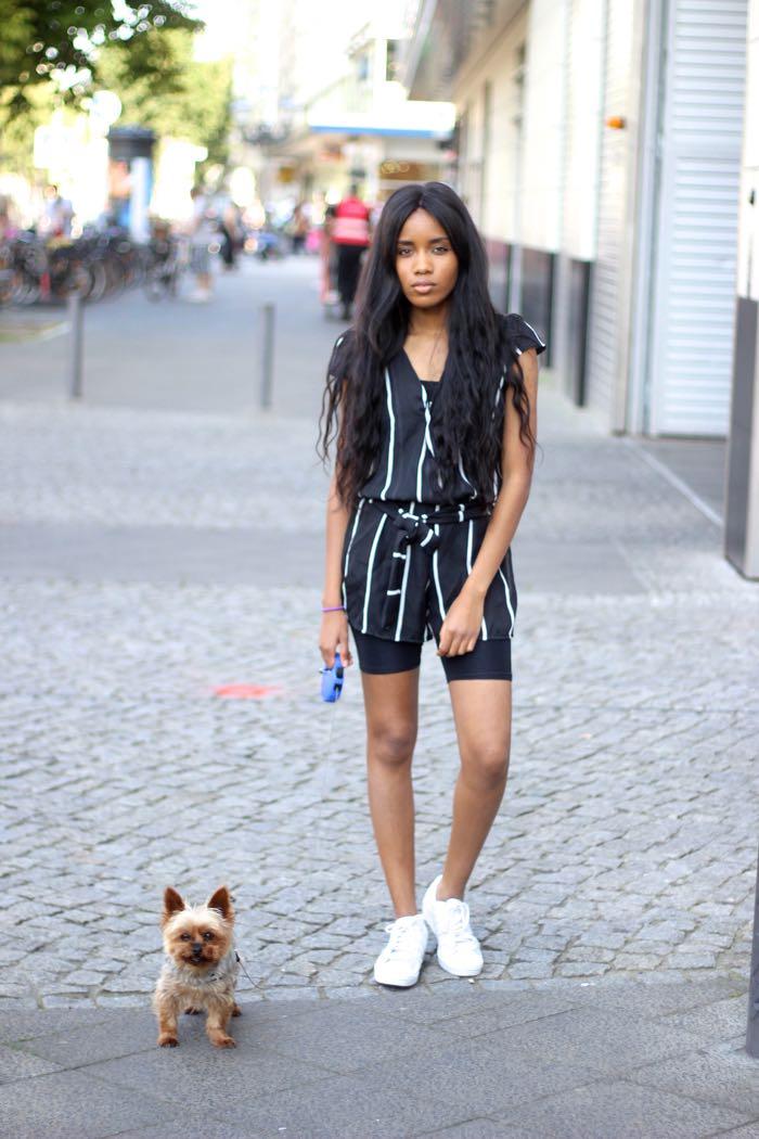 fashionblog, jumpsuit kombinieren, Overall weiß und schwarz mit streifen