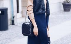 fashion blog berlin, schwarze overknees, schwarze lackleder Schuhe, blaue Weste kombinieren, Mango Boy bag look a like