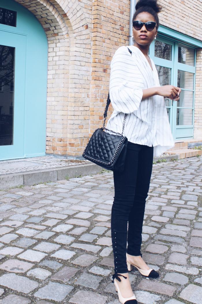 5 Teile die jede Frau im Schrank haben muss, Chanel slingback, Streifenhemd, Fashionblhgger Deutschland, Modeblog Berlin, Chanelboy bag, berlin streetstyle, schwarze Skinny jeans