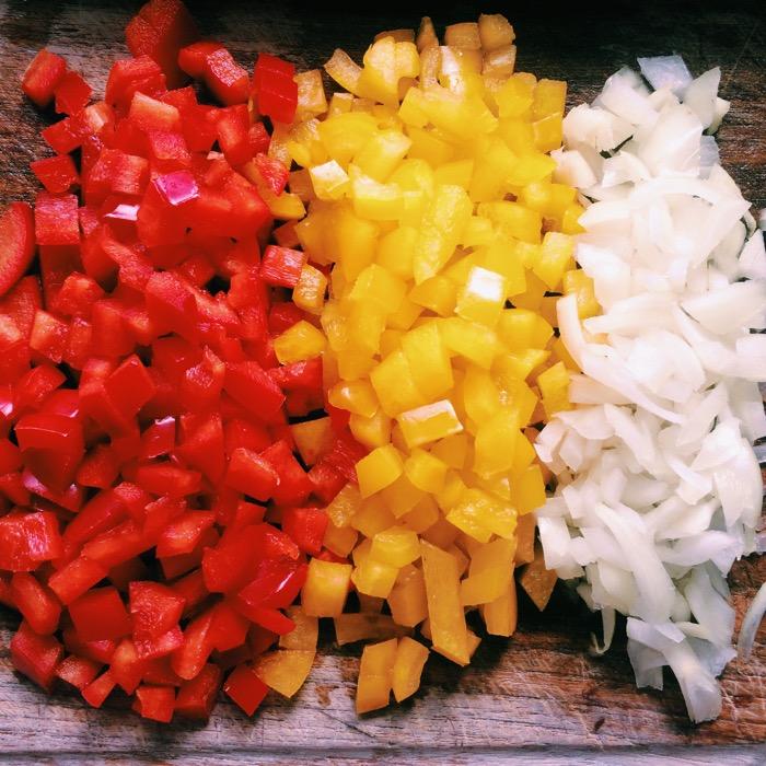 gefüllte-champignons-machen-mit-Paprika.