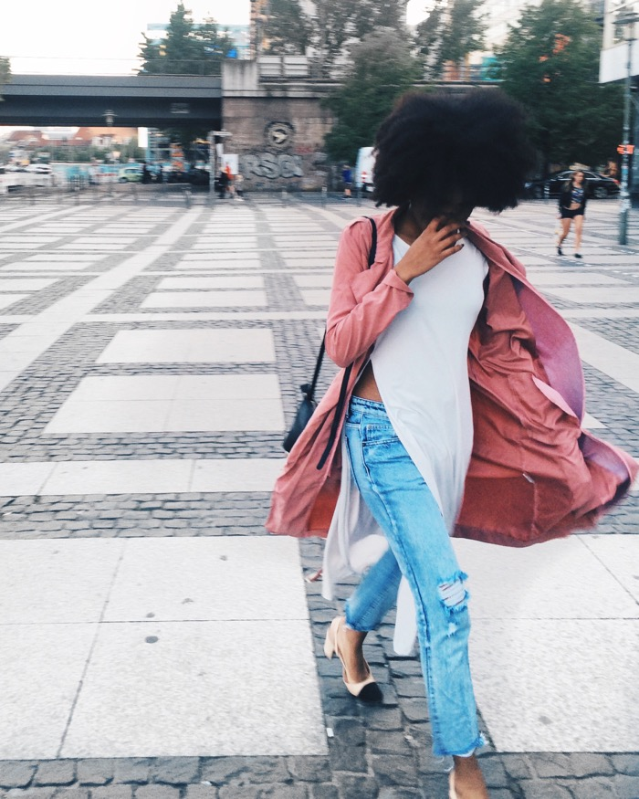 Sommer in Berlin: Sommeroutfit und Aktivitäten, Modeblog-Berlin-Mom-jeans-kombinieren-berlin-streetstyle