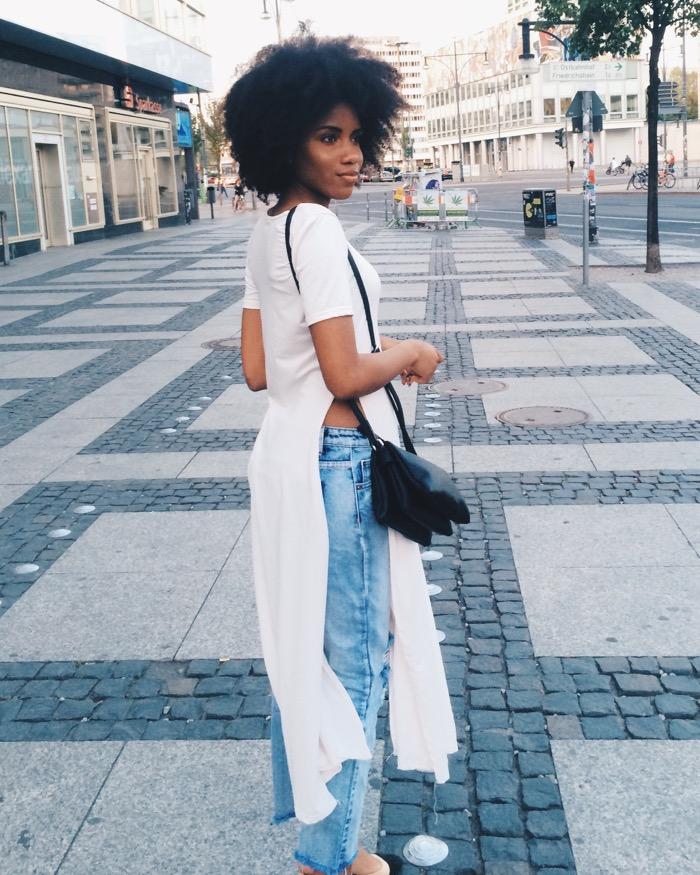 Sommer in Berlin: Sommeroutfit und Aktivitäten, Modeblog-Berlin-Mom-jeans-kombinieren-leicht-gemacht