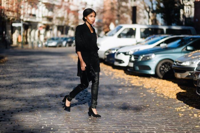 Wickelkleid und beschichtete Skinny-Jeans, Comptoir-des-Cotonniers-Streetstyle-Berlin-Fashion-Blog-Deutschland