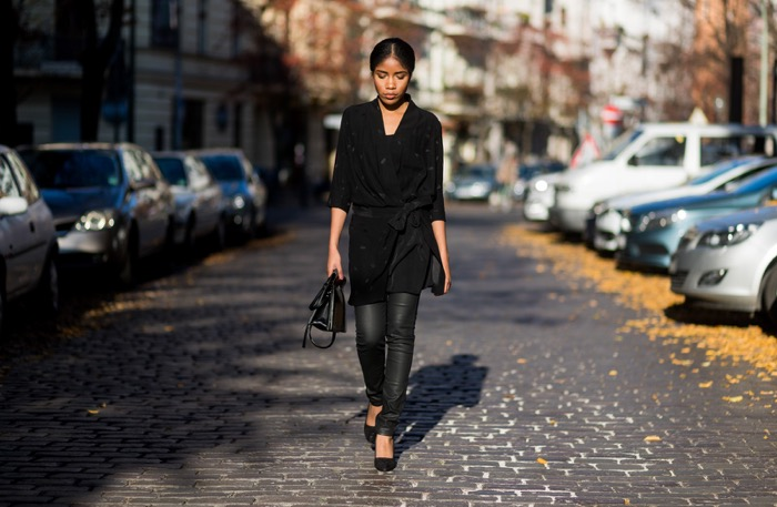 Wickelkleid und beschichtete Skinny-Jeans, street_style_berlinComptoir-des-Cotonniers-Streetstyle-Berlin-Fashion-Blog-Deutschland-Influencer-Germany