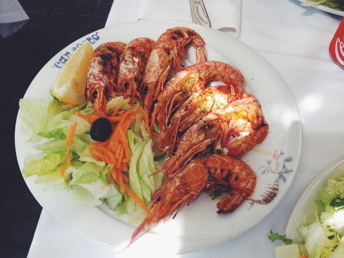 essen-in-barcelona-paella-und-fisch