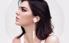 Buttons-wireless-earphones-Buttons-Kopfhörer
